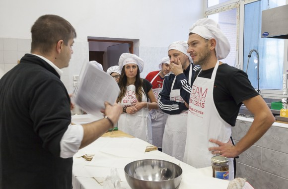 Accademia del Benessere  :  Publicenter - team cooking